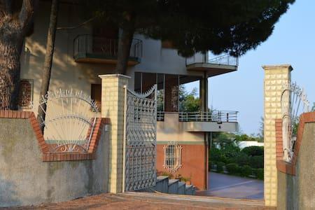 Villa Carrubbazza - Carrubazza Motta, S. Gregorio di Catania - Vila