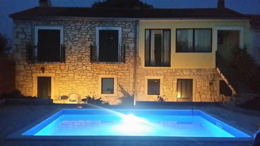 Affascinante Casa Istriana - Kaštelir - Byt