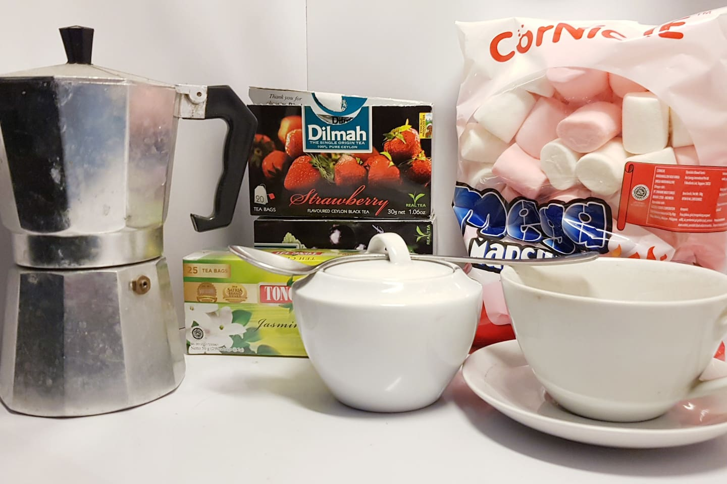 Expresso coffee and flavoured tea awaiting your arrival