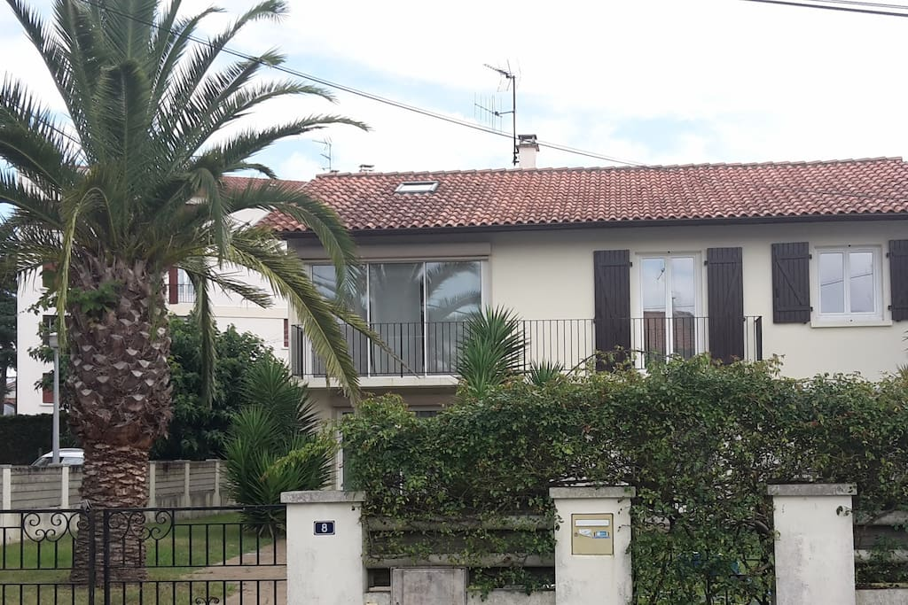 Maison confortable dans impasse townhouses for rent in for Maison de la literie anglet