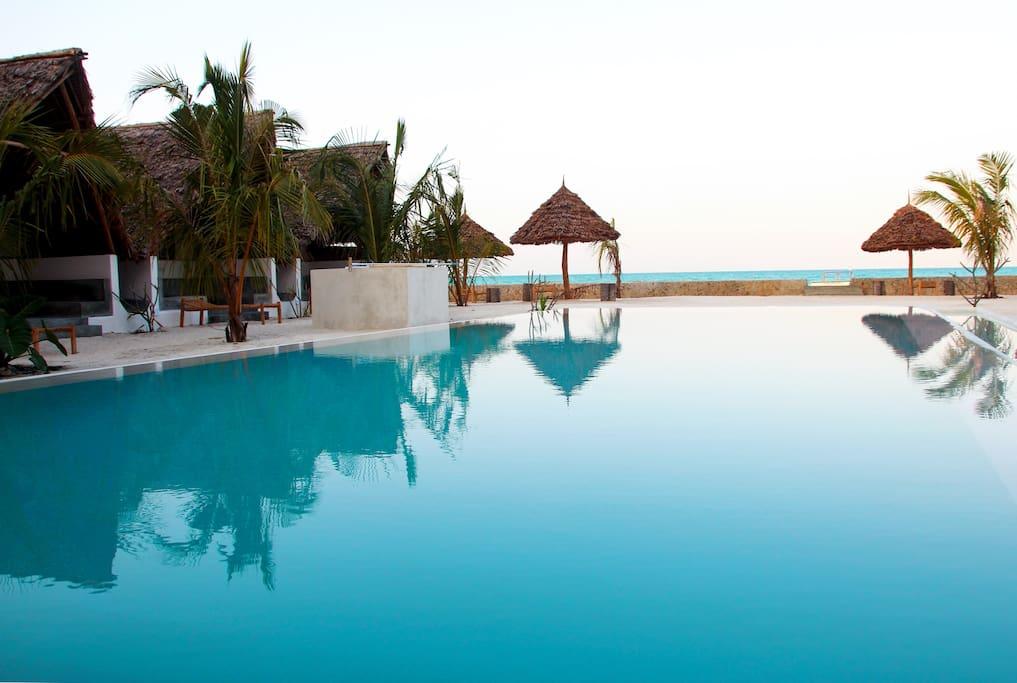 InfinitySwimming Pool