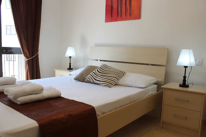 Great Apartment,8min walk from sea! - Gzira - Apartament