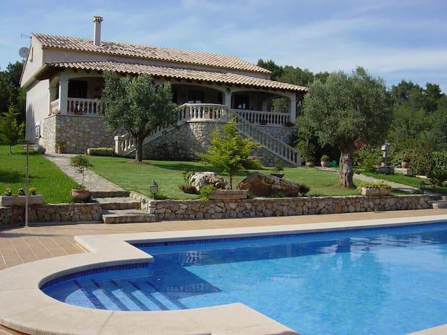 Chalet/Villa con Piscina i jardín