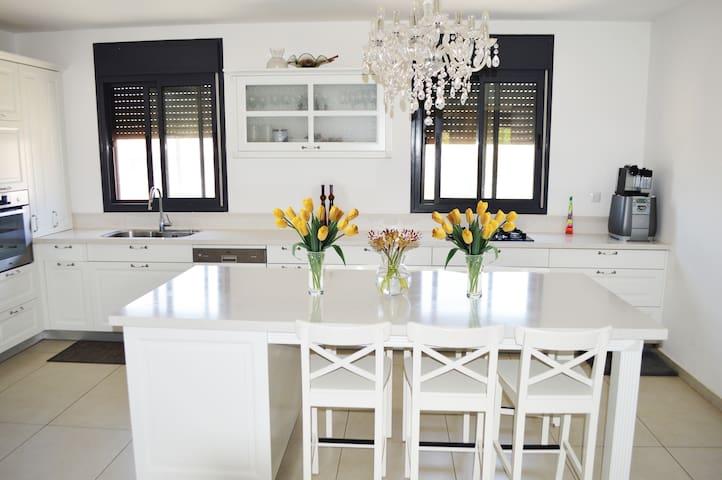 Luxury 2000SqFt Single Family House - Modi'in-Maccabim-Re'ut - Haus