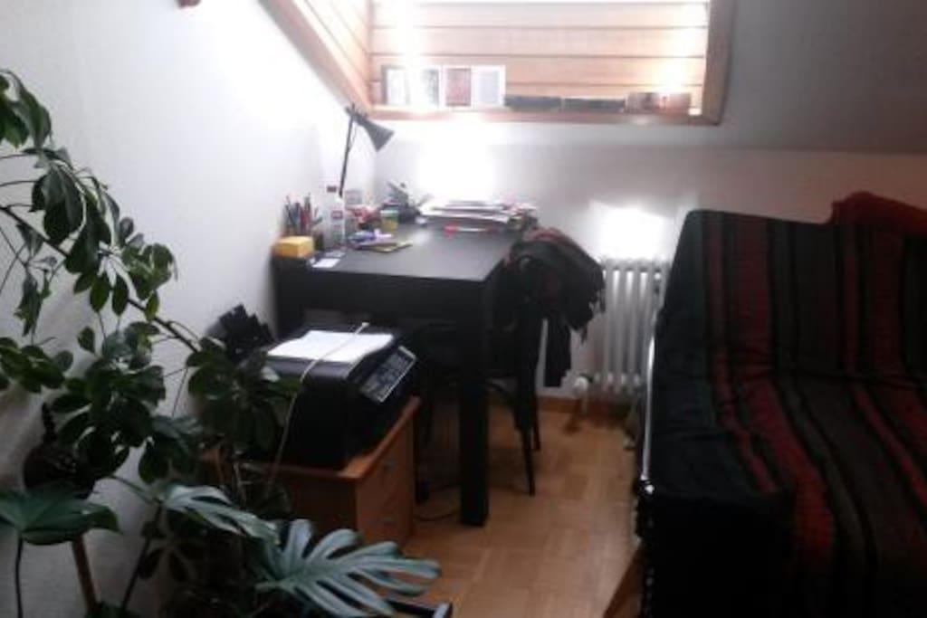 Schlafzimmer mit Schribtisch