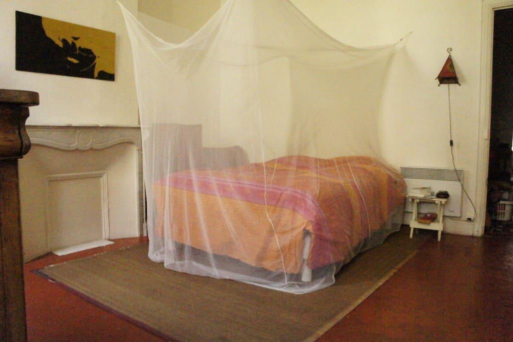 Chambre spacieuse, au calme et au frais, côté cour