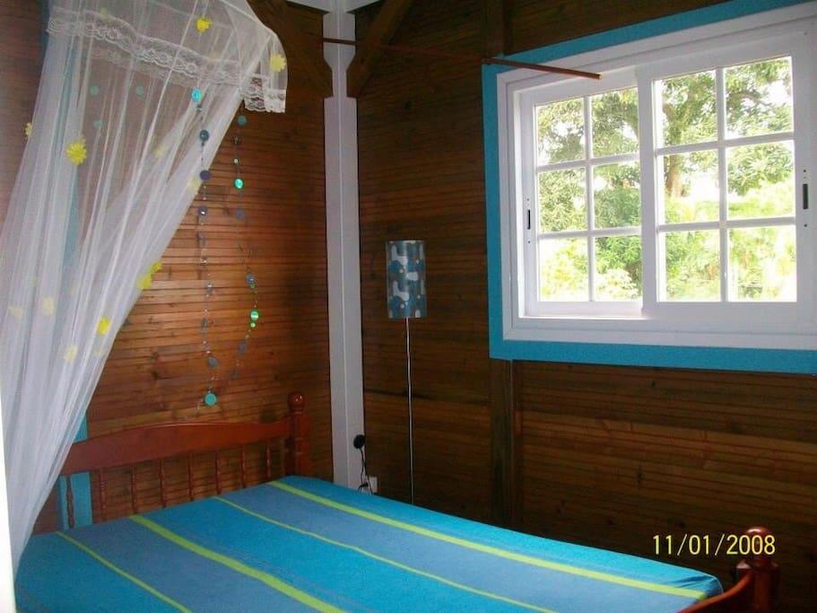chambre dont la vue est orienté sur l'île des Saintes