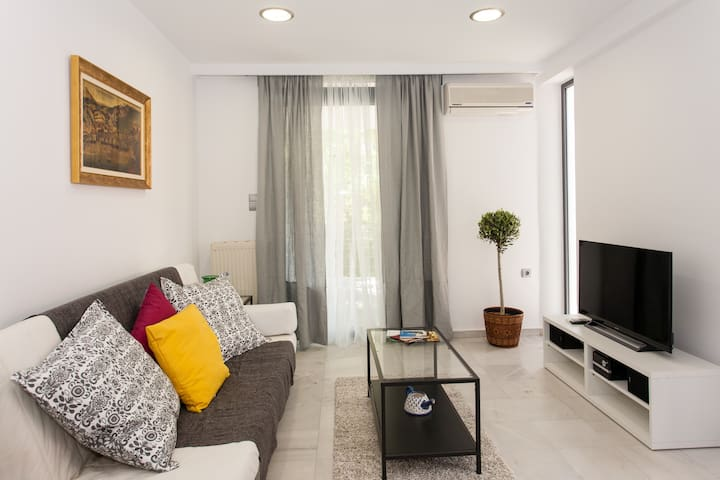 flat 100m from the sea and old town