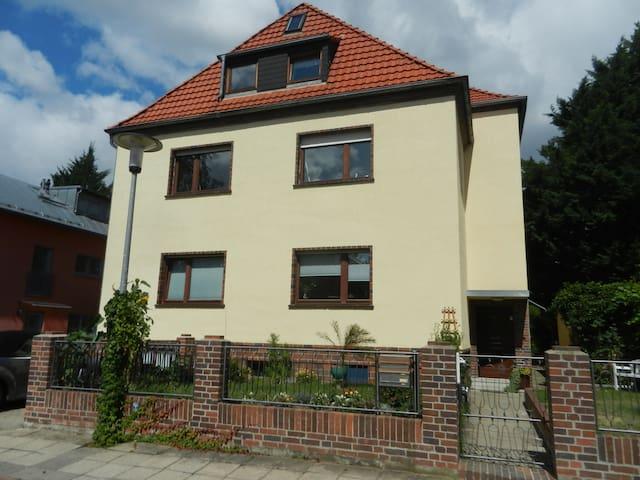 Dachgeschosswohnung in ruhiger Lage - Halle (Saale) - Hus