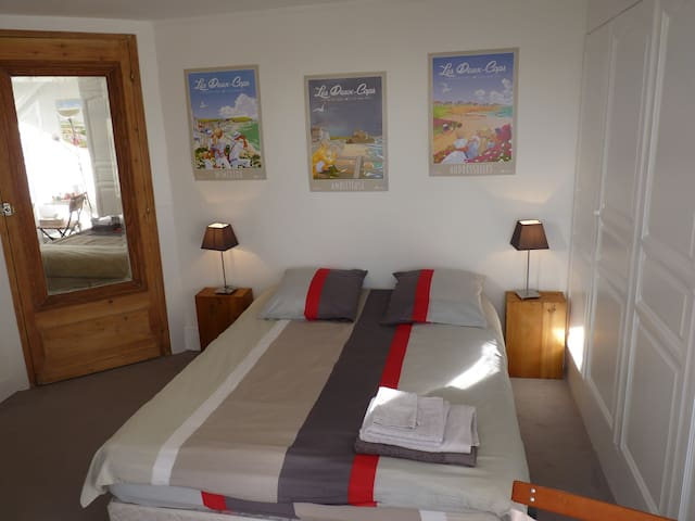 Private & quiet room overlooking garden - Boulogne-sur-Mer - Ház