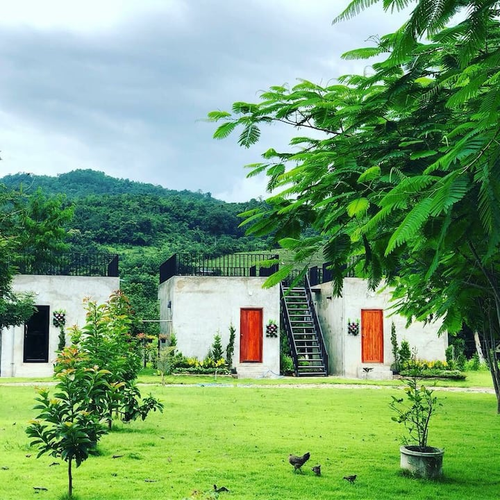 The Leaf Homestay // 2 single beds + Rooftop แม่วาง