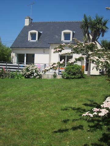 Agréable maison. terrasse, jardin.plage à 6 km