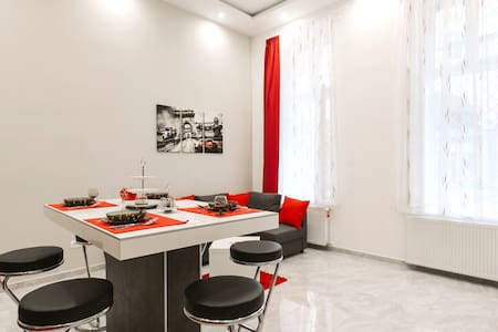 Elizabeth Boulevard Apartment - Apartment