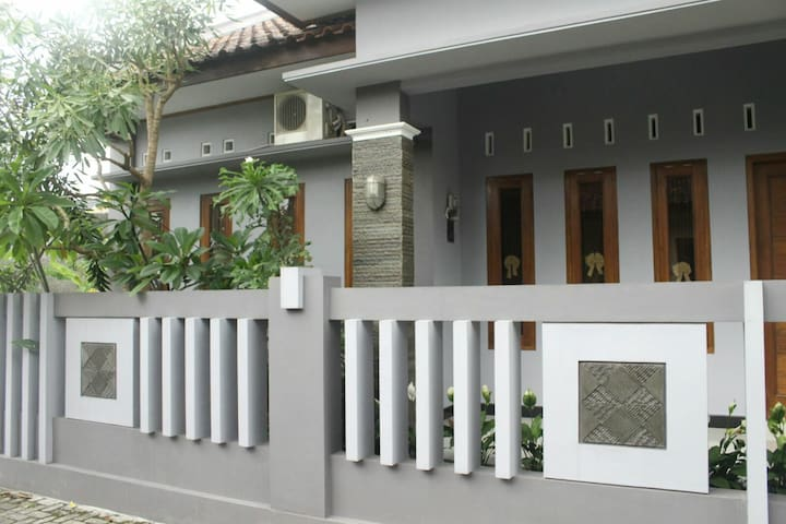 Cozy 4 BR House in north of Yogya