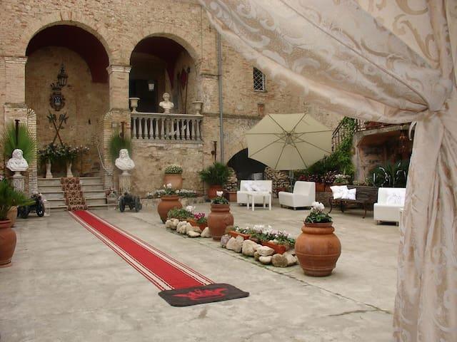 B&B 'Palazzo Baronale Tozzi', near Termoli-Tremiti - San Martino in Pensilis - Kasteel