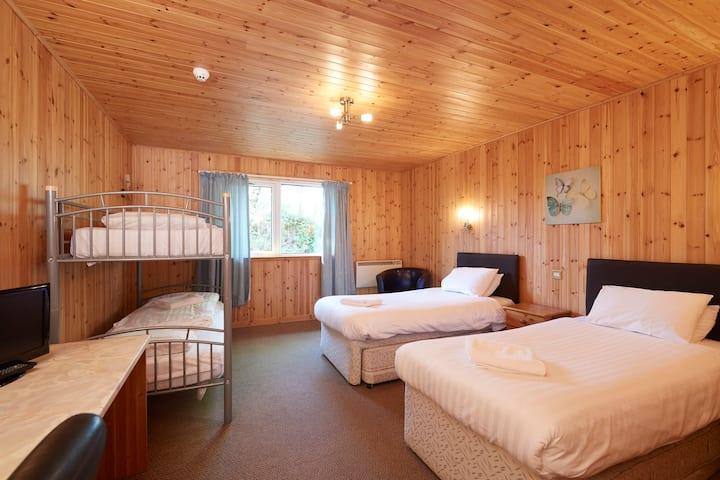 Family Quad Room Drumndrochit Hotel