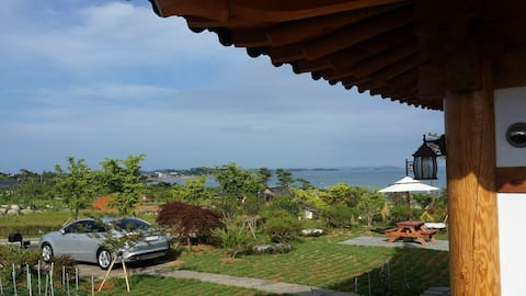 솔향기홍실/전통미닫이문을 열고 아름다운정원,바다,석양을 방안에서, 툇바루에서 즐겨보세요~