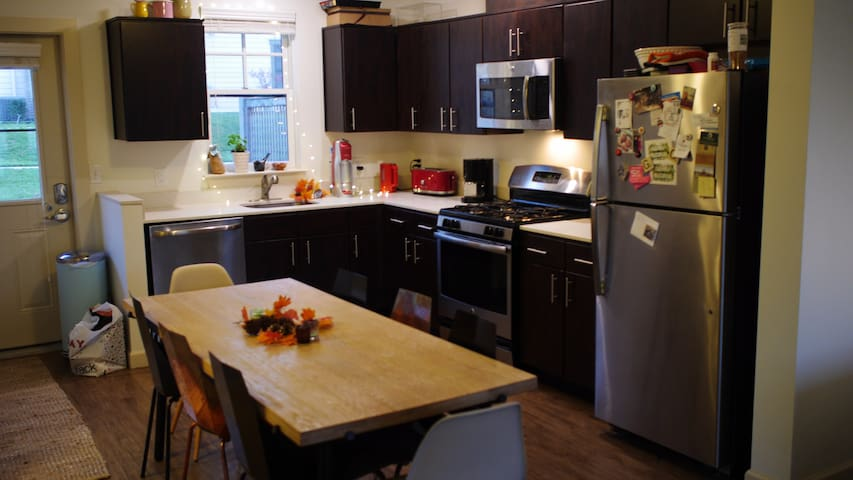 NEW Beautiful Spacious Sunny Princeton 2 bd twnhse
