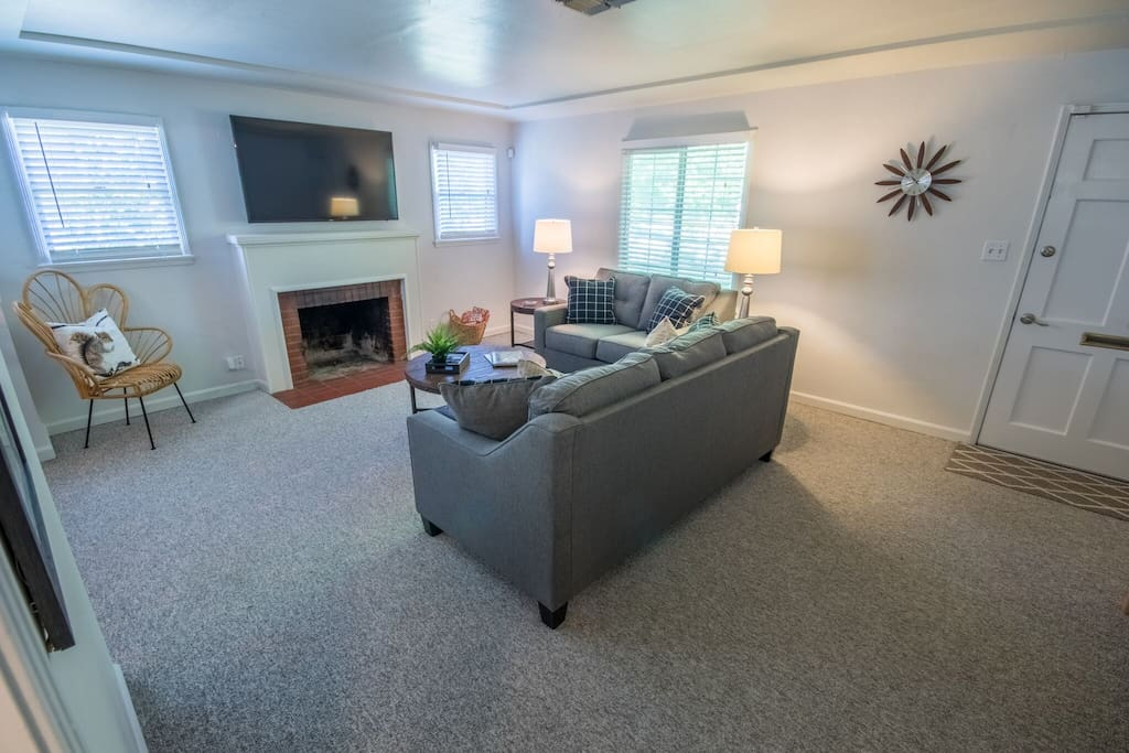Living room with television + cable.