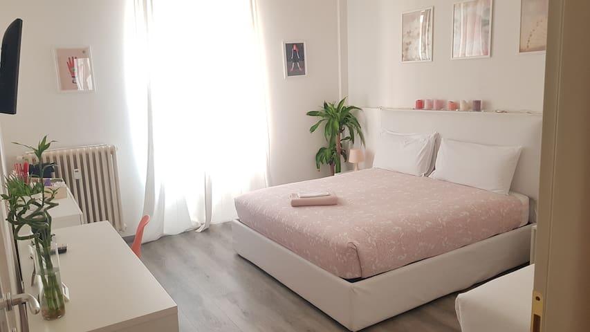 Private room A with priv bath in Duomo Square area