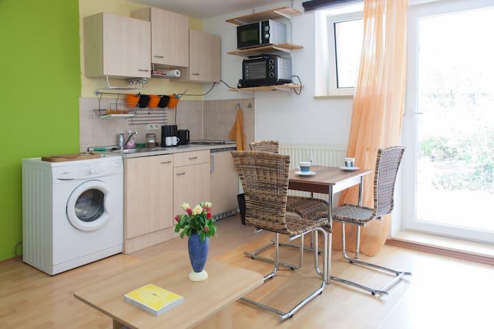 Zentrale 2-Zi-Whg+Terrasse in S-Ost - Estugarda - Apartamento