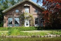 Dit is de hoofdboerderij op het Veldhuis.