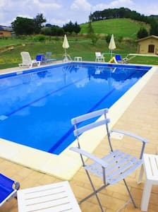 BIO FARMHOUSE, WITH LAKE AND SWIMMINGPOOL - Perugia - Bed & Breakfast