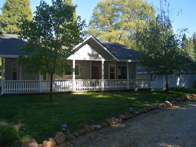Meadow View Cottage- (pricing includes taxes)