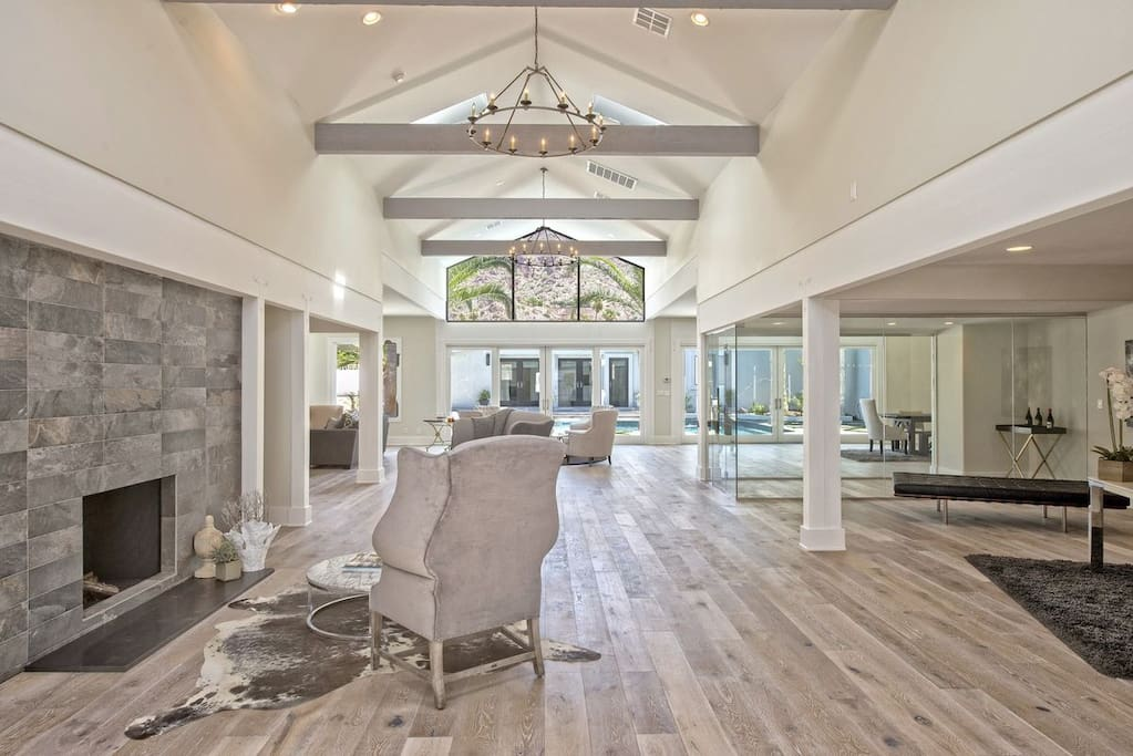 Welcome and entertain friends, family, and guests in the luxurious foyer.