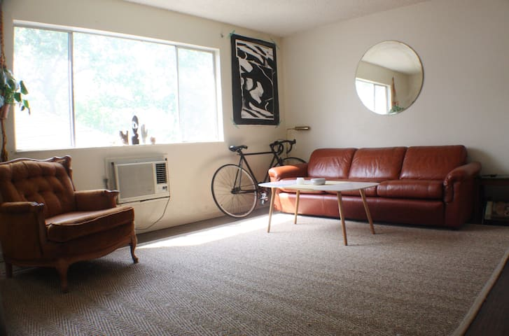 Mod Retro Apartment on Quiet Midtown Street - Sacramento - Appartement