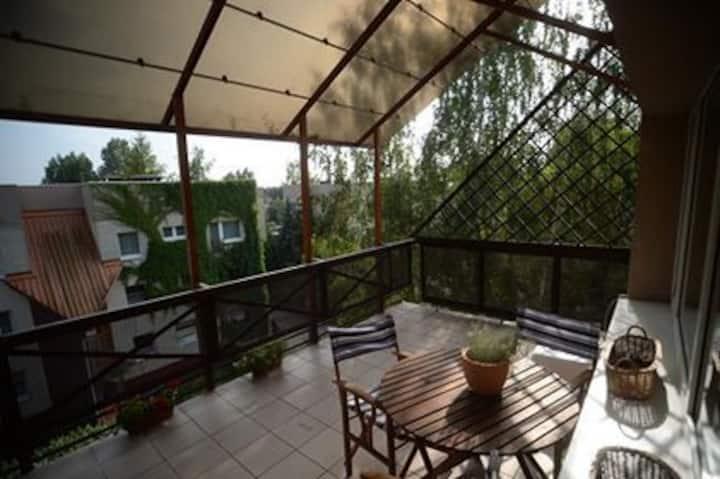 Komfortowe mieszkanie z tarasem wśród dwóch parków