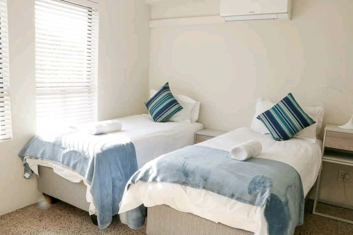 1st bedroom, 2 single beds or 1 king size bed.