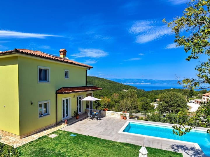 Villa Tara-Apartment with swimming pool,sea view