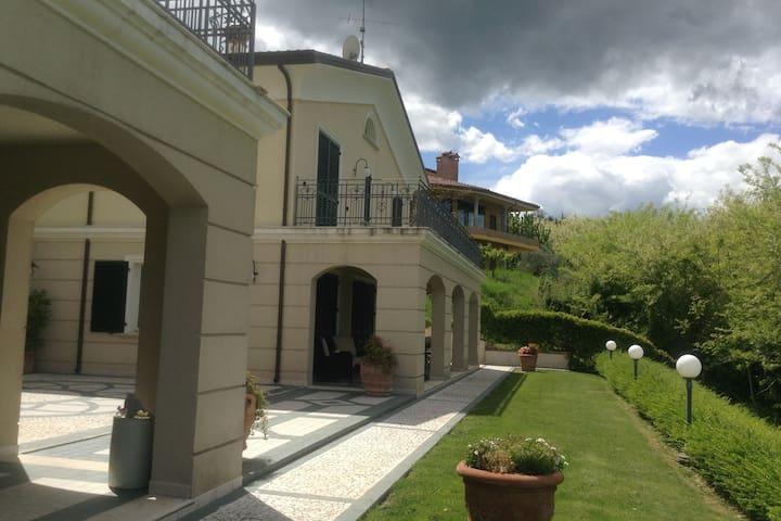 Spaziosa villa a Montescudo Italia con terrazza privata