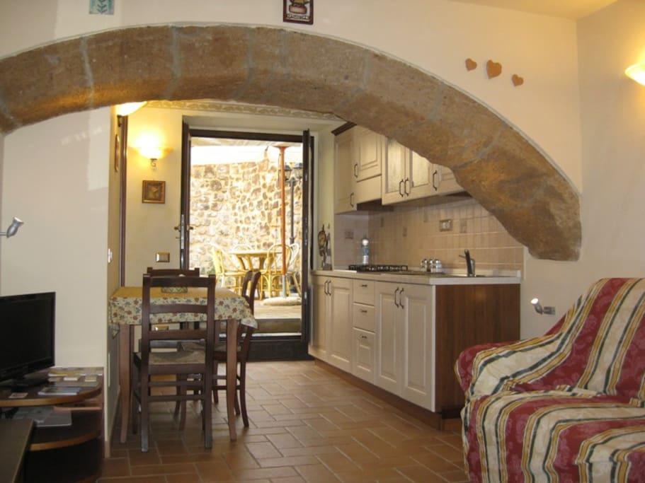 Ingresso/soggiorno e cucina appartamento Biancaneve