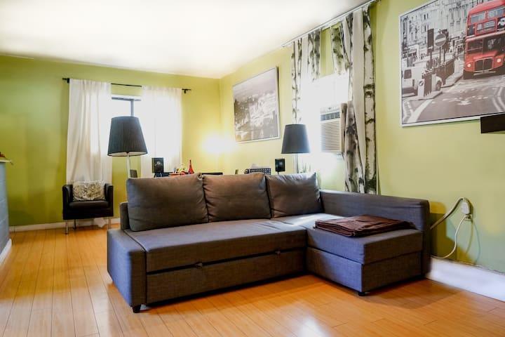 Stylish studio apartment w/prvt kitchen & bathroom