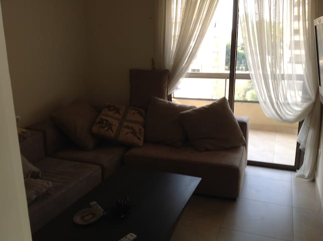 A cheap stay very close to downtown - Antelias - Daire
