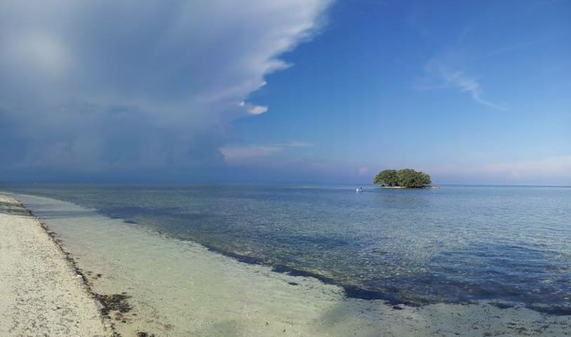 On a clear day and at low tide you can walk to the Dakit Dakit islet .