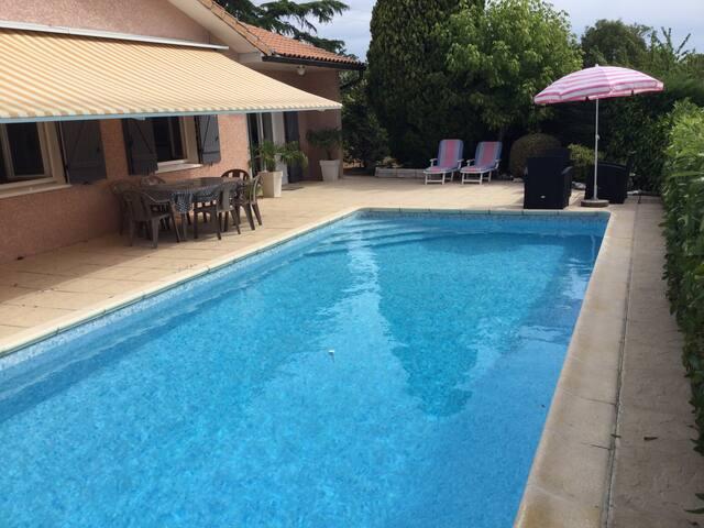 Maison Indépendante, Jardin, Piscine, 8p max - La Tour-de-Salvagny - Huis