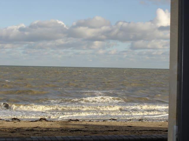 """Appartement """"les pieds dans l'eau"""". - Saint-Aubin-sur-Mer - Appartement"""