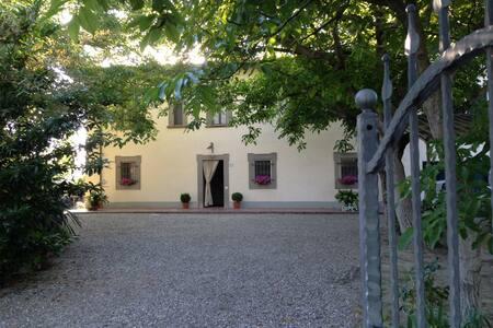 PODERE LA VILLA ...vivi la Toscana! - Prato - Villa