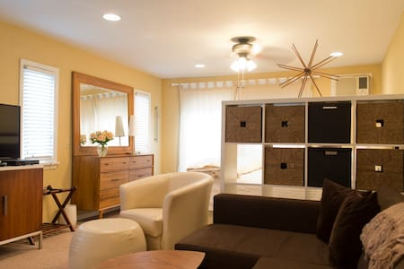 King Suite 1  Large Kitchen&Bath Cable Tv, Parking - Lambertville - Bed & Breakfast