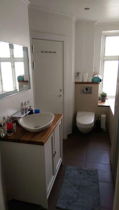 Nice bathroom with good space