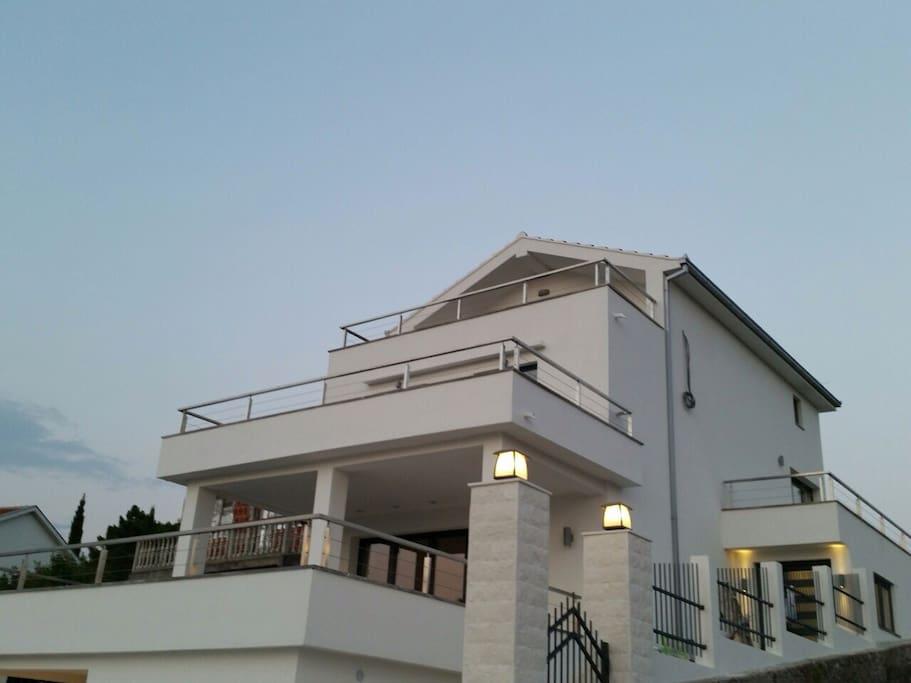 Lusticia House