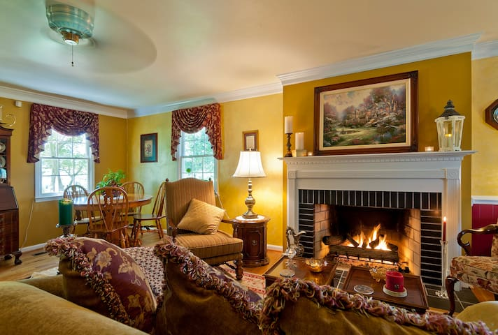 Real B & B Without the Cost; Fireplace & Balcony