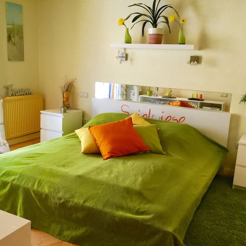 Sehr schönes Zimmer in EFH mit Pool - Lübeck - House