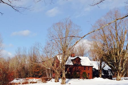 GILE ROAD-Secluded 1804 Farm House - Franklin