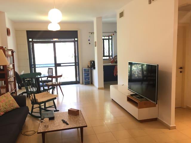 Garden Apartment near Weizmann Ins - Rehovot - House