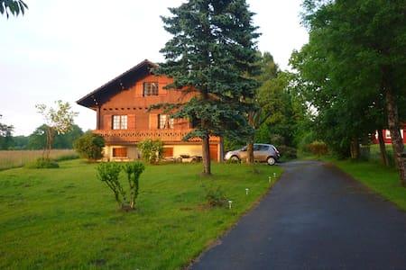 L'Oustalet - Féternes - スイス式シャレー