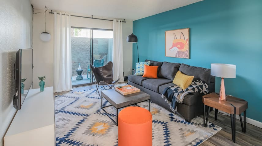 Cozy 1BR near Old Town with Pool by WanderJaunt